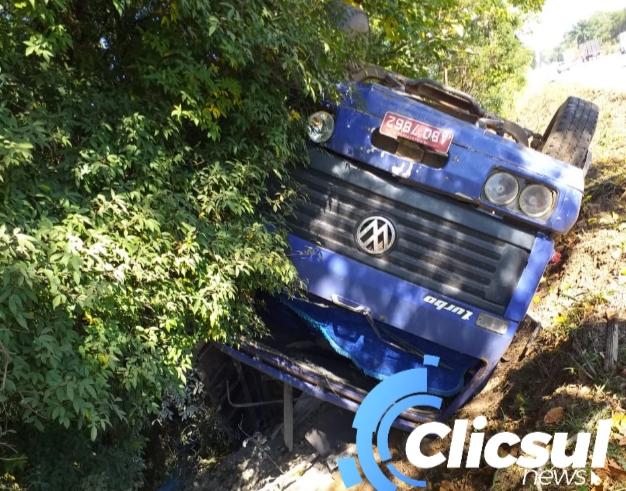 Acidente em Paulo Frontin envolve um veículo e dois caminhões