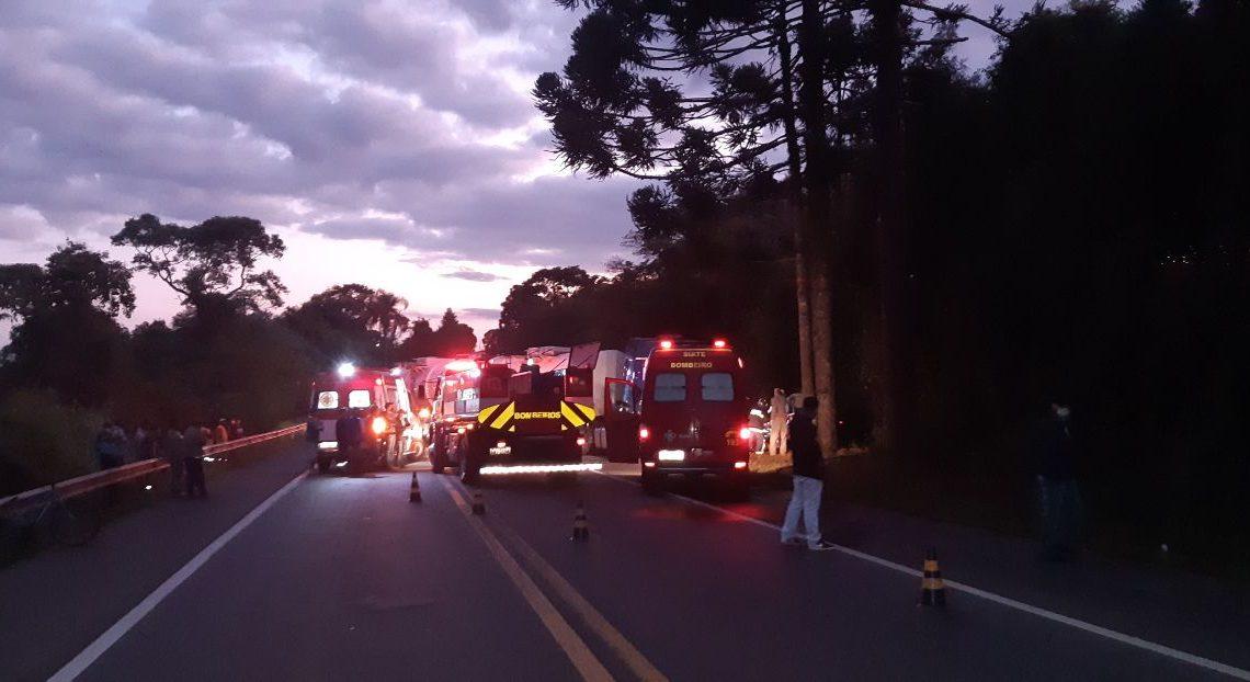 Grave acidente na BR 476 tira a vida de duas pessoas