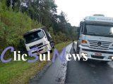 (PR 151) Caminhão sai fora da pista e condutor fica ferido
