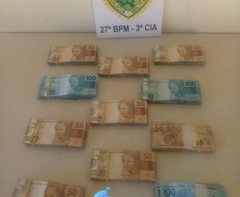 Após acompanhamento tático Polícia Militar aborda veiculo e localiza quase 60 mil reais de origem duvidosa