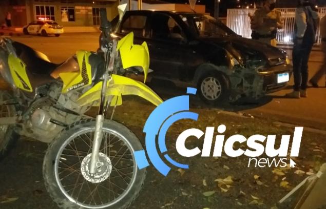 Motociclista fica ferido em colisão com automóvel em São Mateus do Sul.