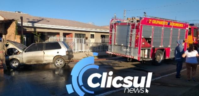 Bombeiros combatem incêndio em veículo na Vila Americana em São Mateus do Sul
