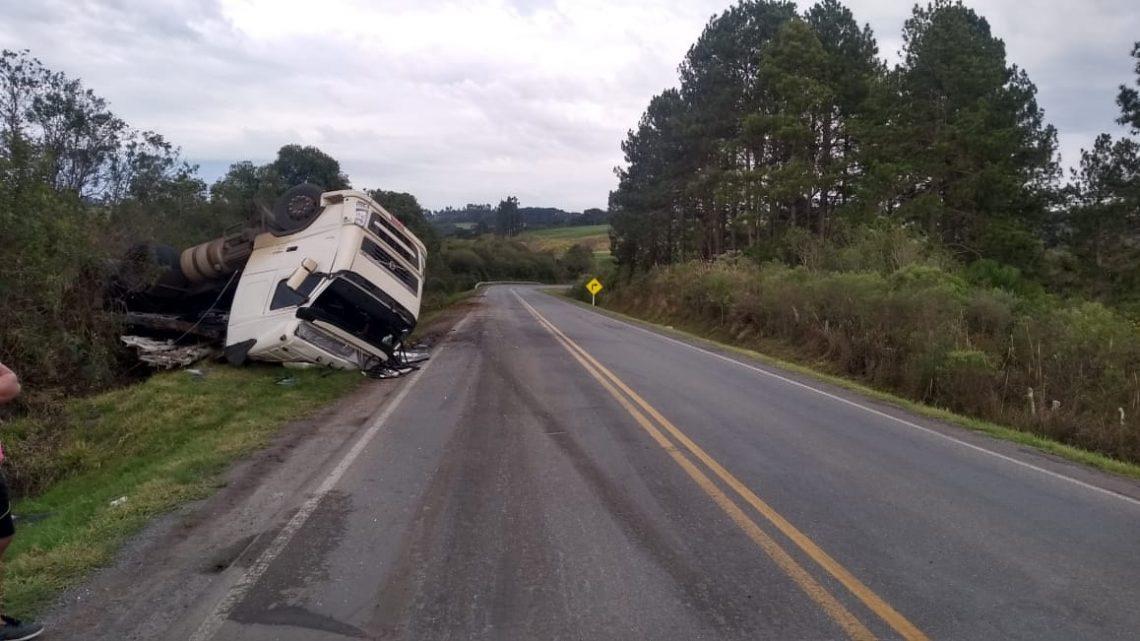 PRE atende acidente de trânsito tipo capotamento na PR-151