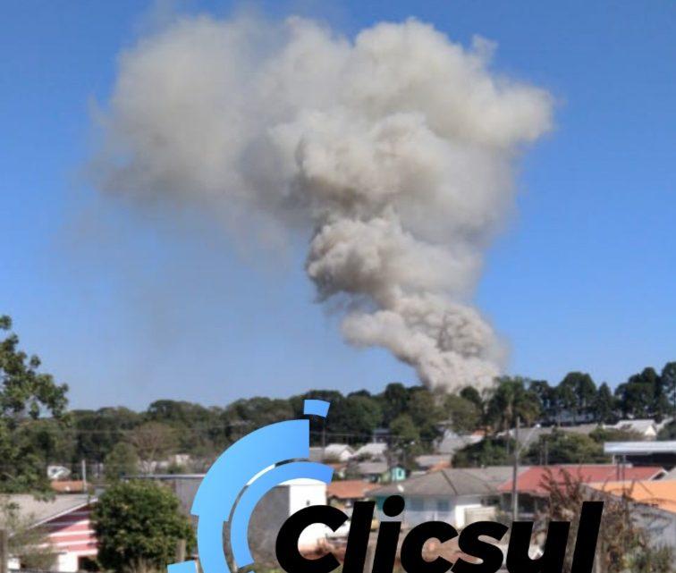 Bombeiros combatem incêndio em ervateira no município de São Mateus do Sul
