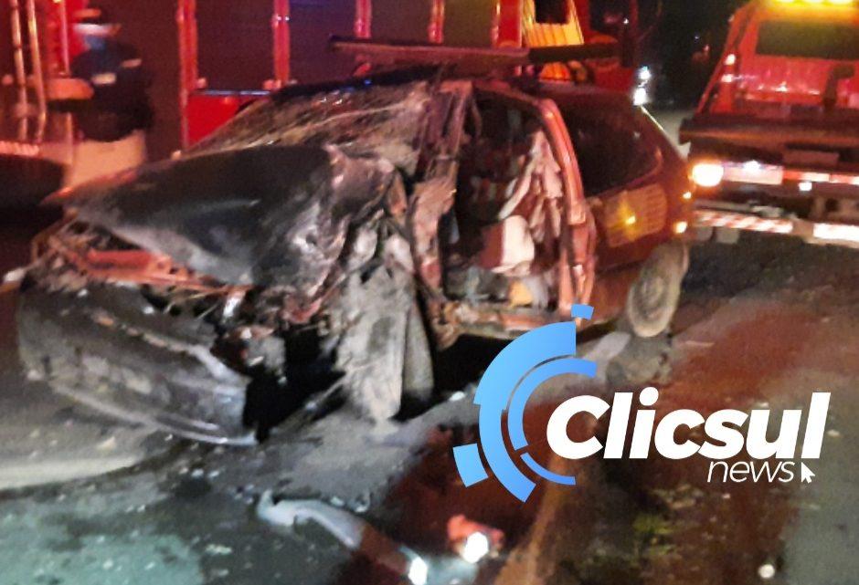 Grave acidente na BR 476 deixa motorista preso nas ferragens
