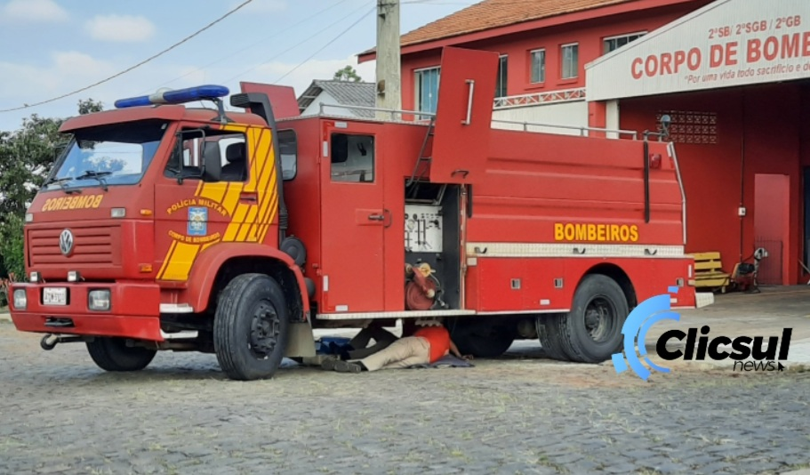 Caminhão dos Bombeiros quebra ao sair para combater incêndio na BR 476