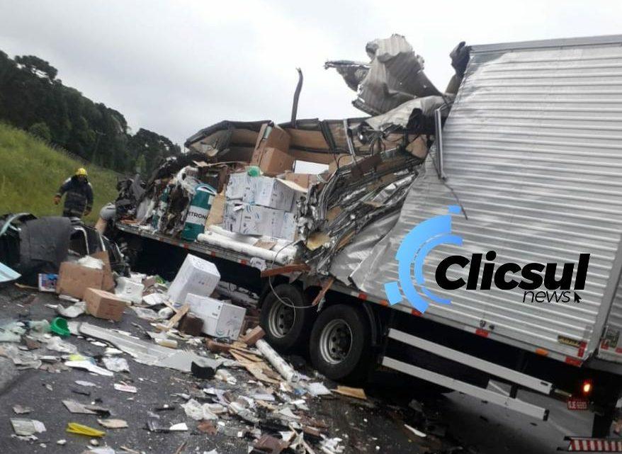 Acidente grave na BR 476 deixa um motorista morto