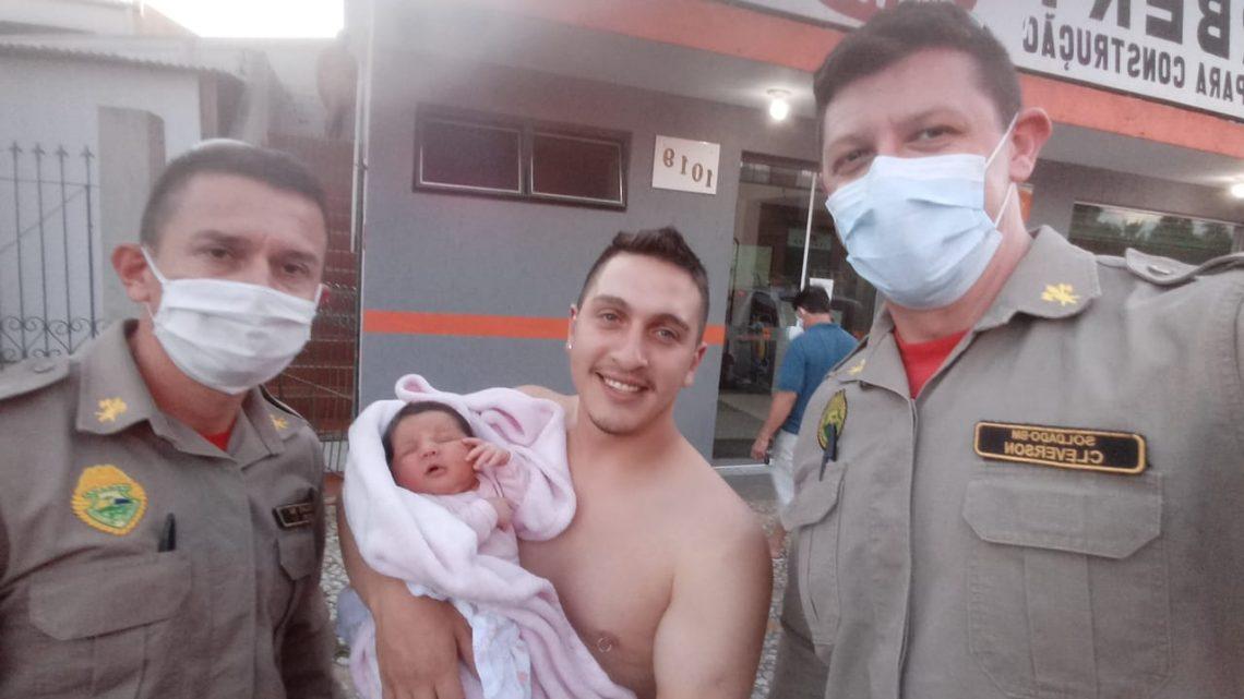 Bombeiros socorrem  criança afogada na porta do pronto Socorro
