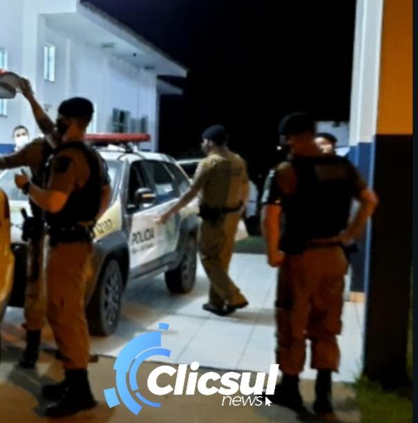 Rapaz é encaminhado para delegacia após  desacatar equipe Policial no pronto atendimento
