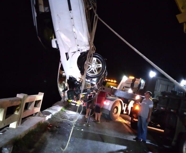 Duas pessoas morrem após veículo cair de ponte na BR 280 em Porto União