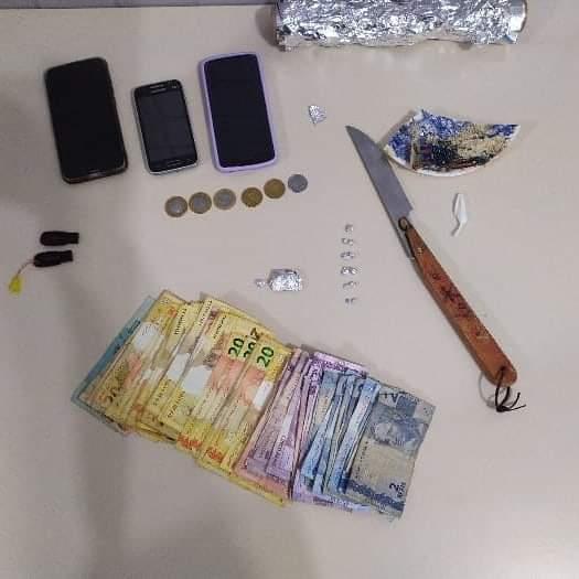 Policia Militar de Canoinhas prende mulher em posse de Drogas