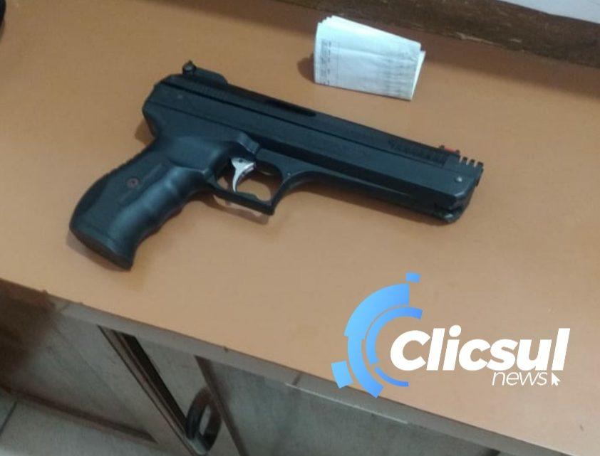 Motociclista é ameaçado por condutor de veículo com arma de brinquedo no centro de São Mateus do Sul