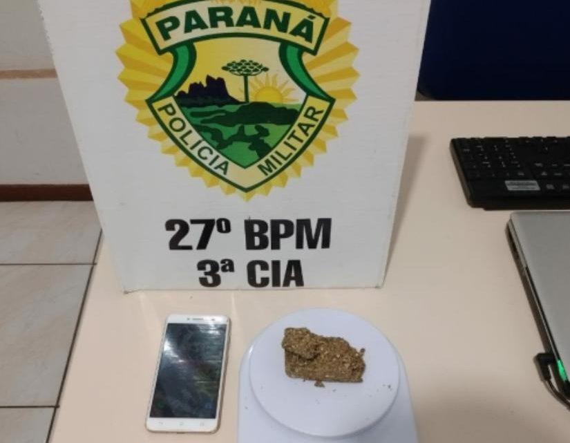 RPA aborda rapaz e localiza drogas na vila nova