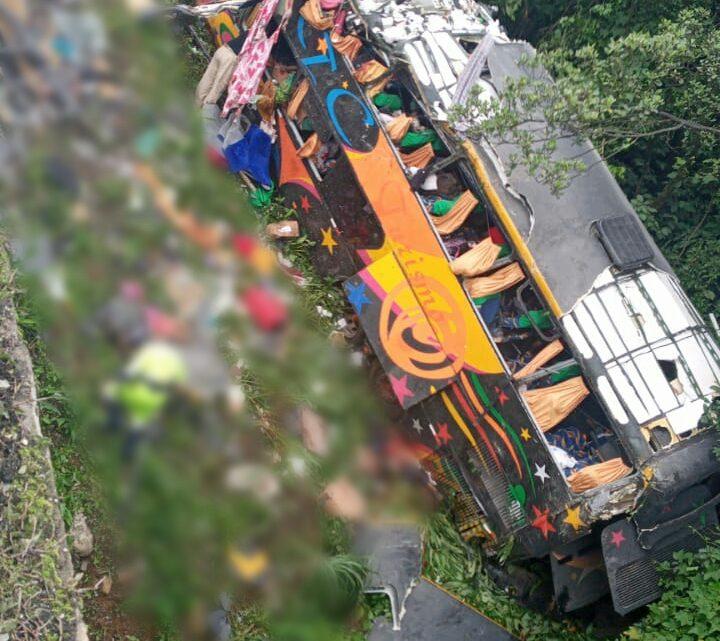 Pelo menos 12 pessoas morreram  no acidente na BR 376