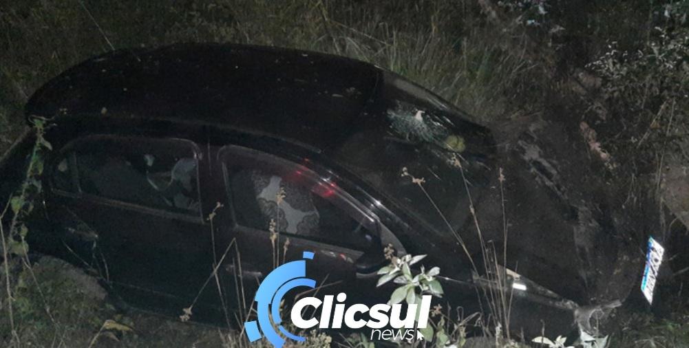 Bombeiros atendem capotamento em estrada rural de São Mateus do Sul