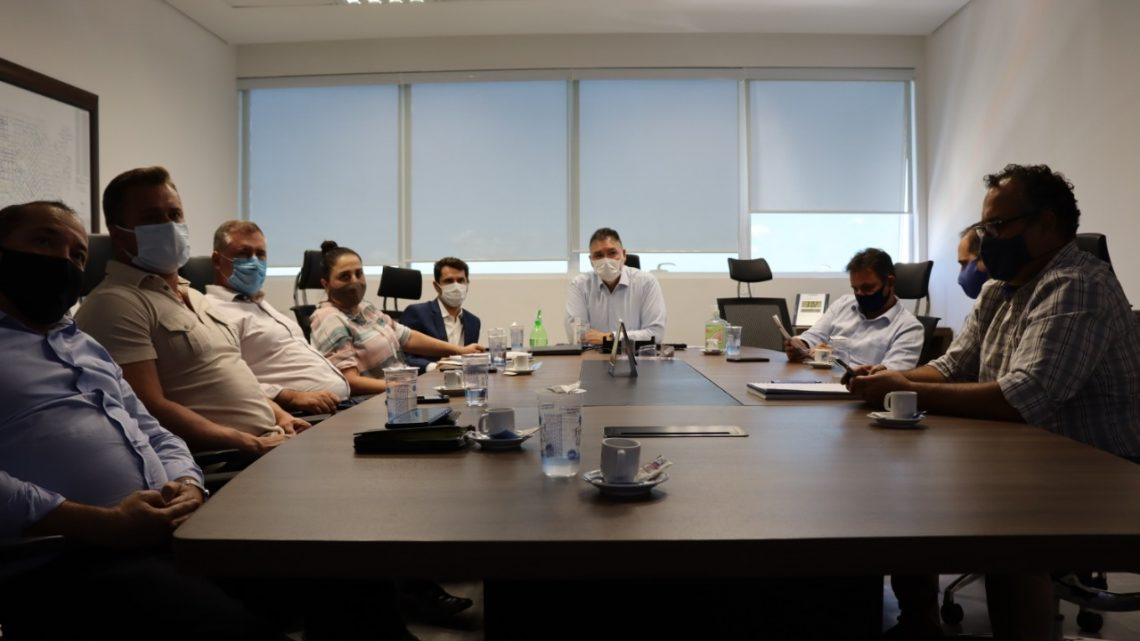 Deputado Bacil e Prefeita Sardanha participam de reunião na Compagas buscando investimentos para São Mateus do Sul