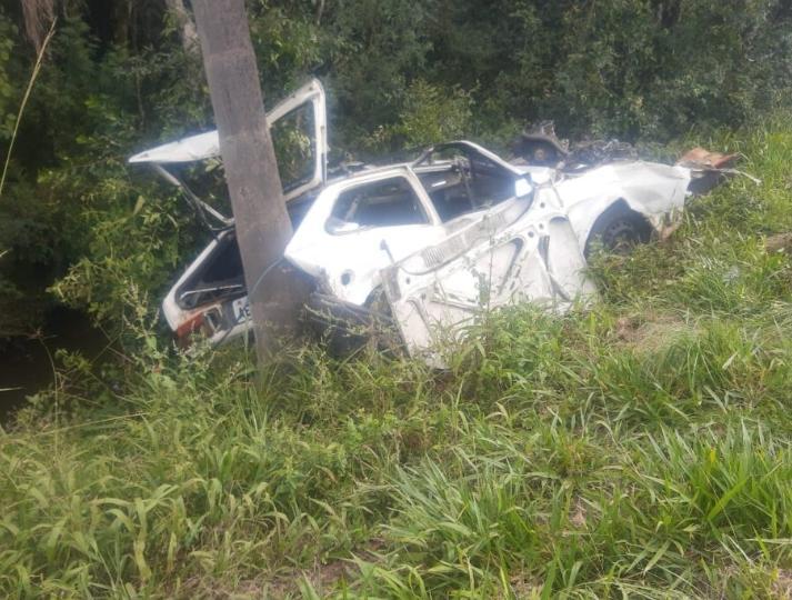 Rapaz fica ferido após veículo sair da pista na BR 280, em Irineópolis