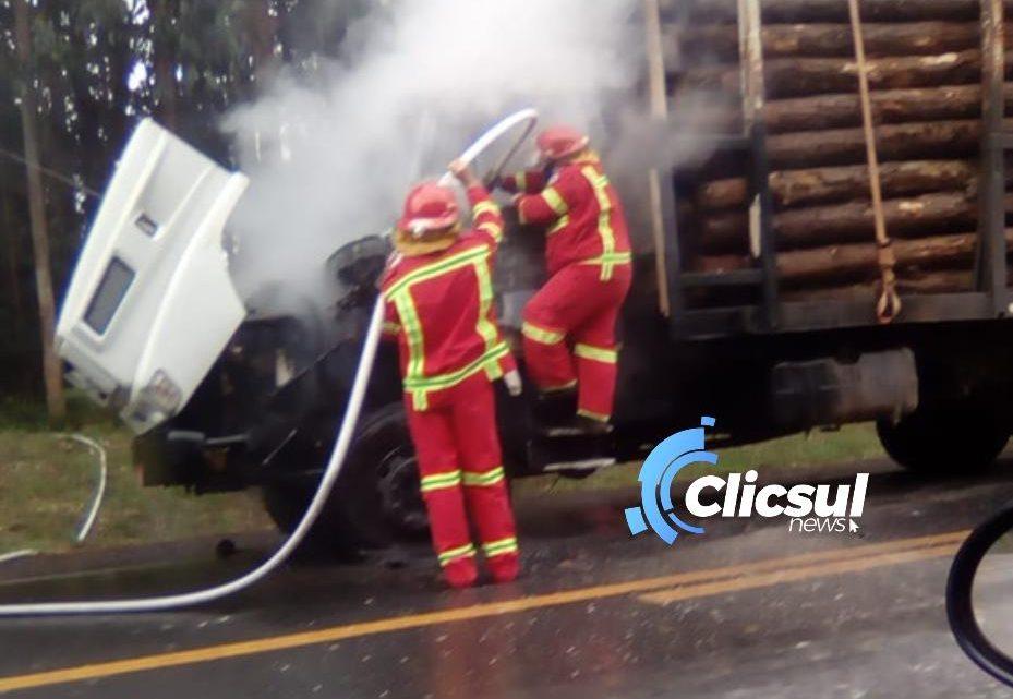 Bombeiros de São Mateus e Brigada de incêndio de Frontin combatem Incêndio em caminhão na BR 476