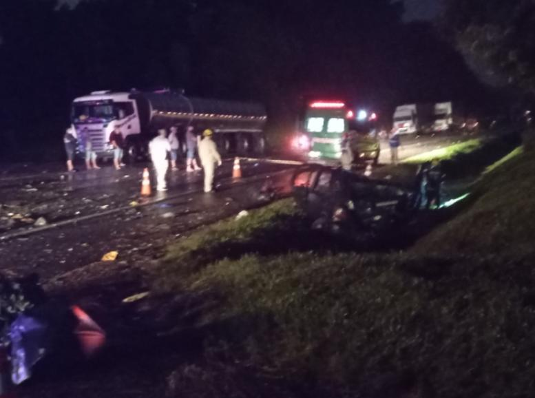 Dois homens morrem em acidente na BR 476