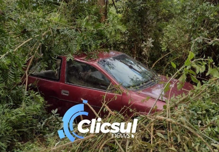 Veiculo é abandonado após acidente na BR 476 em São Mateus do Sul