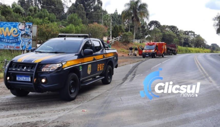 Bombeiros e PRF atendem acidente envolvendo moto e caminhão na BR 476 em São Mateus do Sul