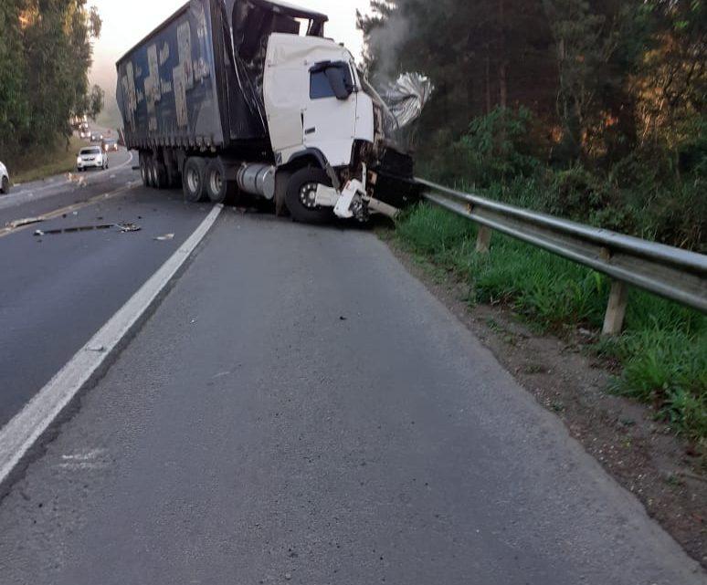 Acidente envolvendo carretas acontece na BR 280