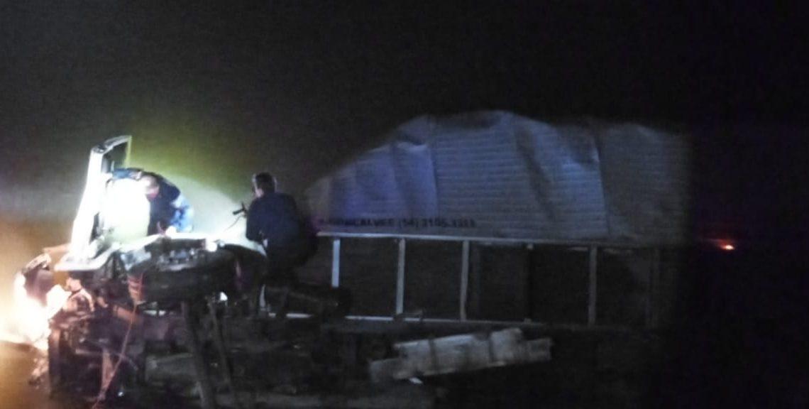 Motorista perde a vida após caminhão cair em rio na BR 280