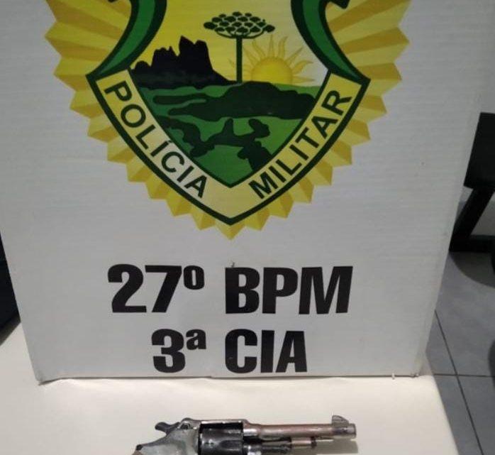 PM apreende arma de fogo após homem ameaçar usuários da praça do Rio Iguaçu em São Mateus do Sul
