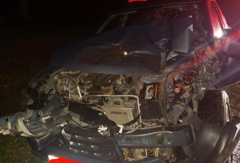 PRE atende acidente envolvendo trator e automóvel  na PR 281 em Antônio Olinto