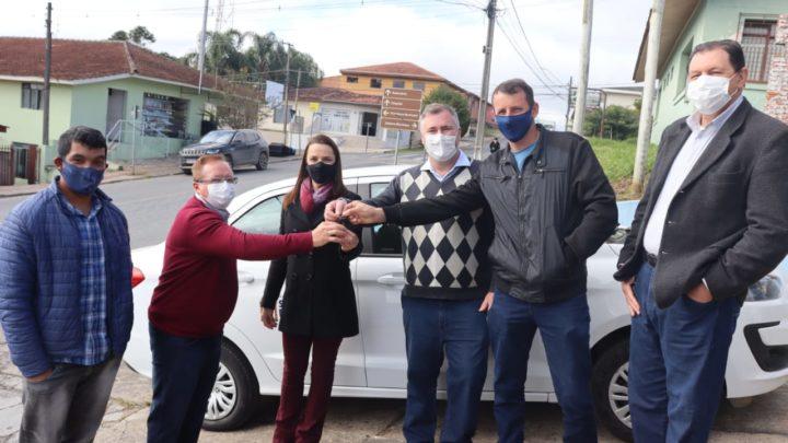 Deputado Bacil oficializa entrega de veículo para APAE de São João do Triunfo