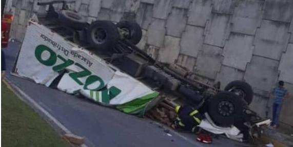 Motorista perde a vida ao cair com seu caminhão de viaduto na br-101