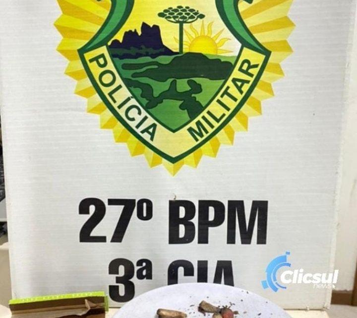 PM localiza drogas com rapazes no centro de São Mateus do Sul