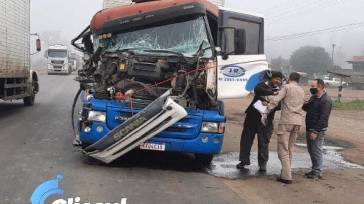 Bombeiros e PRF atendem a acidente envolvendo caminhões na BR 476
