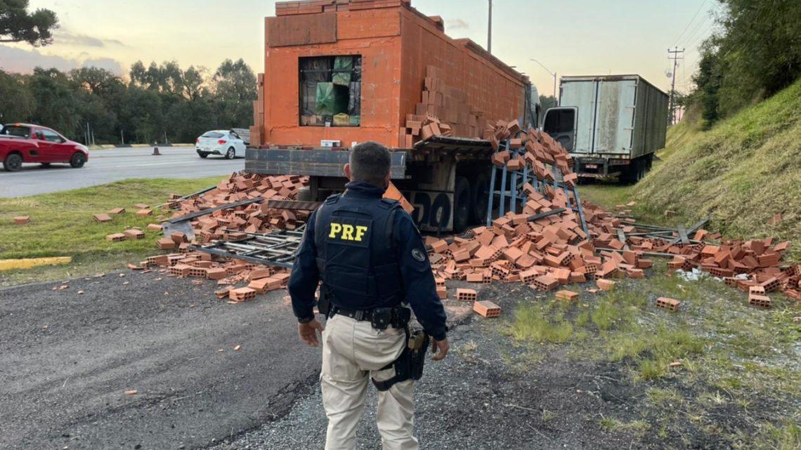PRF apreende caminhão adulterado transportando mais de um milhão de reais em cigarros contrabandeados em Araucária