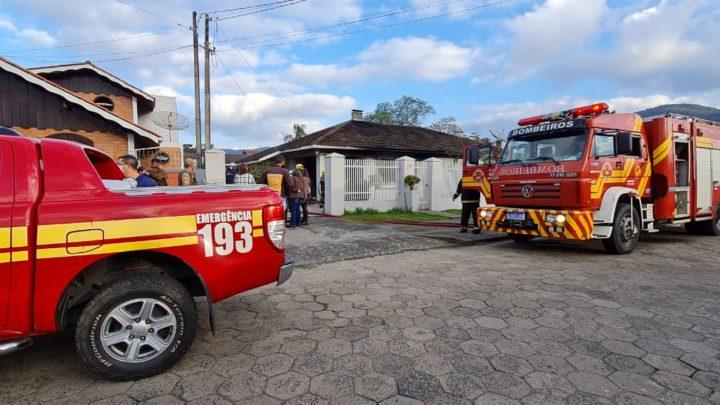 Bombeiros de Porto União combatem Incêndio em Residência
