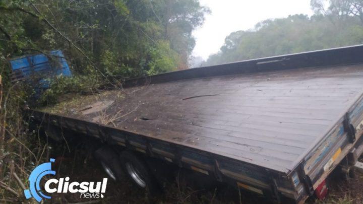PRF e Bombeiros de São Mateus do Sul prestam atendimento a acidente envolvendo caminhões na BR 476