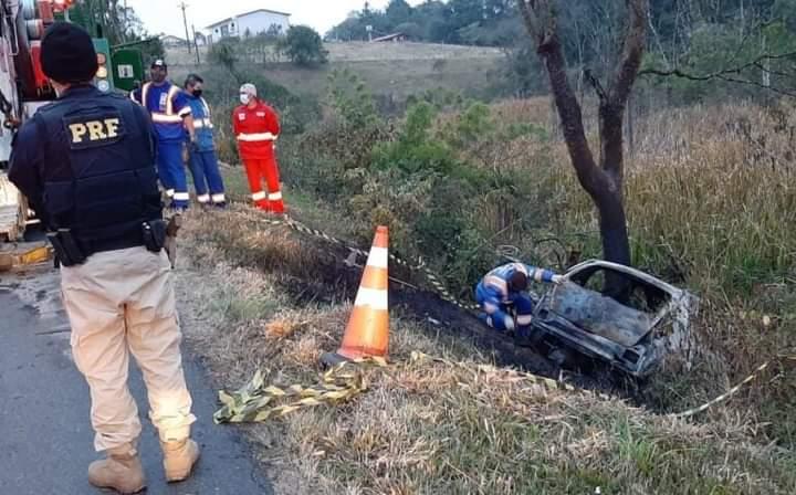 Mulher morre carbonizada em acidente na BR 476