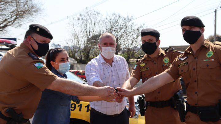 Deputado Bacil entregou viatura 0 Km para policiais da Patrulha Escolar
